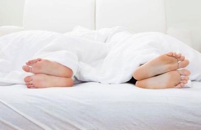 夫に「なぜ俺を夜の営みに誘わないのか」と聞かれたので「家事育児で疲れ切っている」と答えたらキレながら「体力つける努力しろ」と言われた