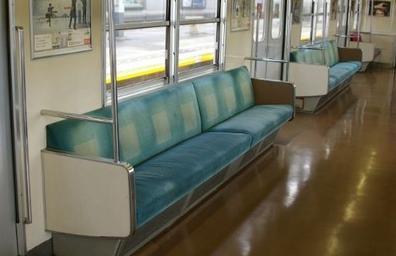 かなり具合が悪くて電車の席に座って目を瞑っっていたら お爺さんが私の肩を揺すって席を譲ってくれと言ってきた