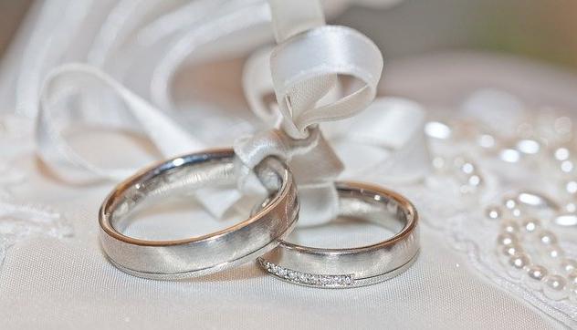 結婚発表した声優のファン「もう手とか繋いだりしてるのかな」