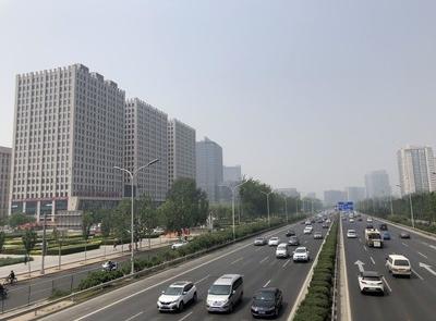 中国「全人代開催」発表で起きた異常事態 航空チケット価格が10倍超に
